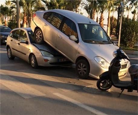Mersin'de İlginç Kaza Görenler İnanamıyor, Kaza Fotoğrafları