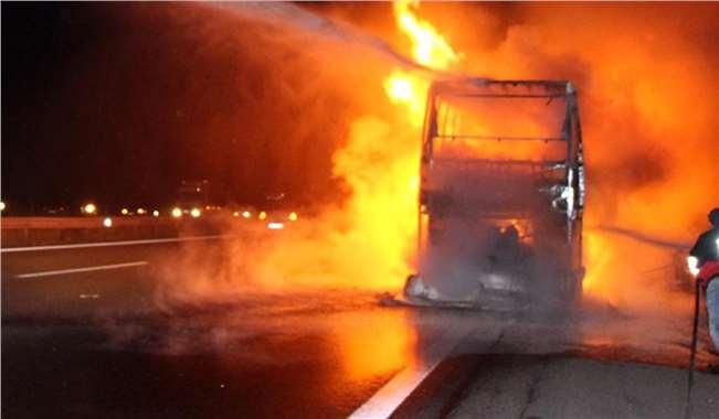 Tarsus TEM Otoyolunda Yolcu Otobüsü Yandı 1 Ölü