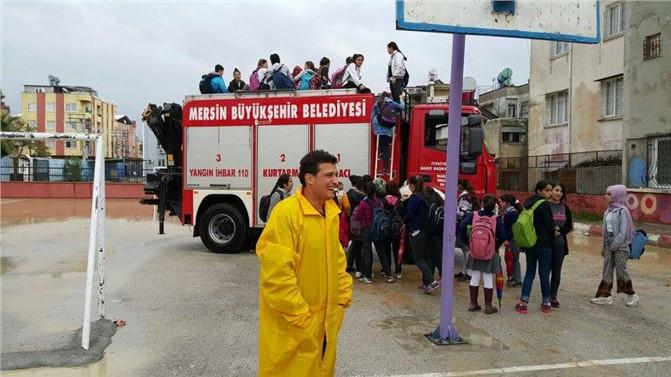 Mersin'de Aşırı Yağışlarda Öğrencilerin Yardımına İtfaiye Koştu