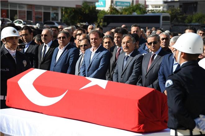 Prof. Dr. Nebi Bozkurt'un Cenazesi Toprağa Verildi