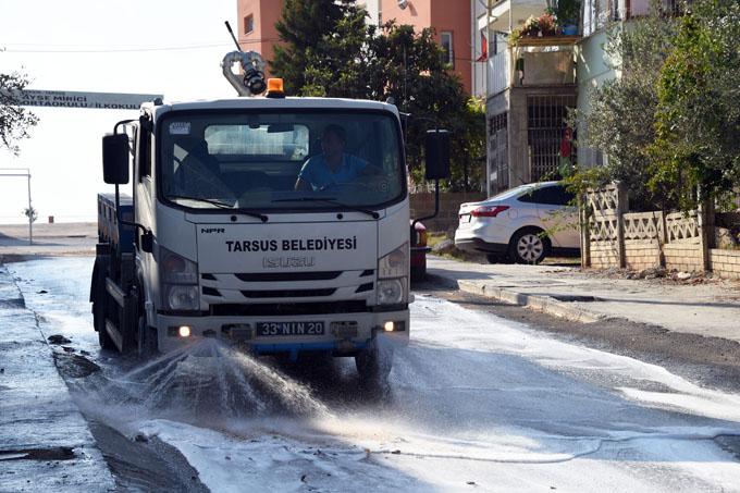 Temizlik İşleri Müdürlüğü, Yolları Deterjanlı Suyla Yıkıyor