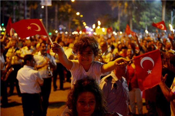 Mersin'de 19 Mayıs Akşamı Fener Alayı Gerçekleşti