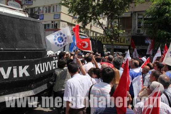 Mersin'deki Memur Eyleminde Olay 10 Yaralı