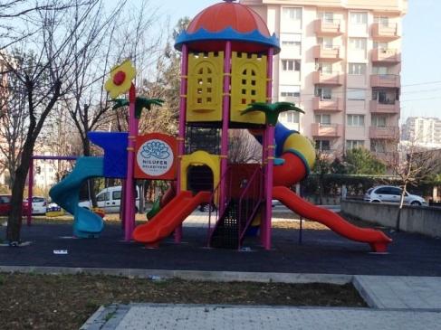 Nilüfer'deki Parkların Oyun Grupları Yenilendi