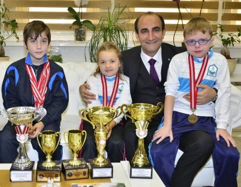 Şampiyon Tenisçiden Büyük Başarı