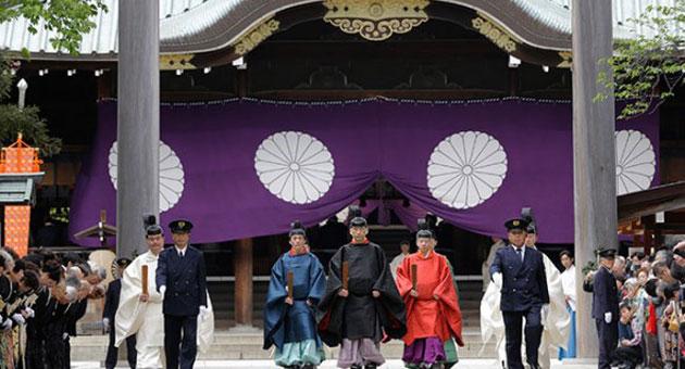 Japon Bakan Türbeyi Ziyaret Etti Uzak Doğu Karıştı