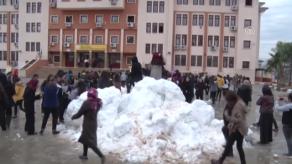 Mersin'de Öğrencilere Kar Sürprizi Devam Ediyor