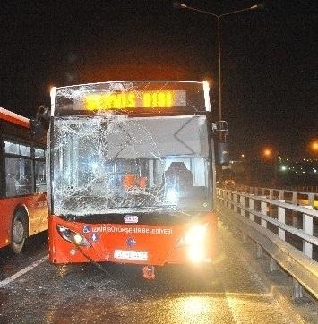 İzmir'de 20 Araç Birbirine Girdi! Zincirleme Kazada 1 Kişi Öldü