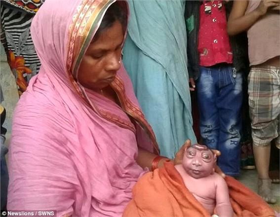 'Tanrıların Ruhuna Sahip Olduğu' İddia Edilen Bebek Ülkeyi Kasıp Kavurdu