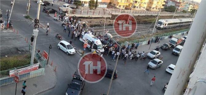 Mersin'de Tren Kazası, Tren Hemzemin Geçitte Motorsikletli Gence Çarptı