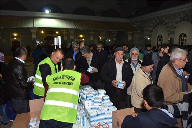 Mersin'de Camilerde Kandil Simidi İkram Edildi