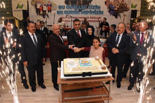 Tarsus Belediye Çalışanları Avrupa ve Türkiye'de Aldıkları Kalite Ödülünü Kutladı
