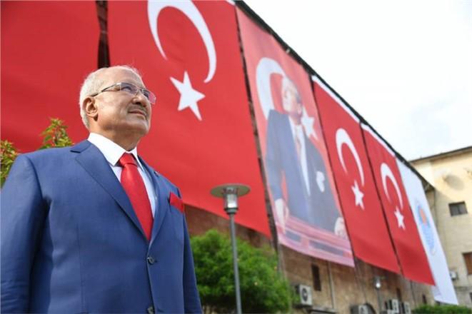Mersin Büyükşehir Belediye Başkanı Burhanettin Kocamaz'ın Yeni Yıl Mesajı
