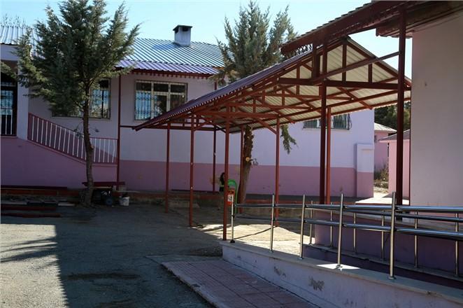 Erdemli'de Okullara Hizmet Sürüyor
