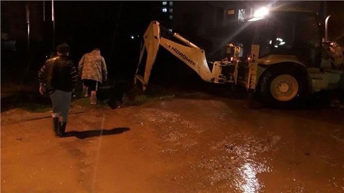 Anamur Belediyesi ve MESKİ Yağış Sonrası Vatandaşların Yardımına Koştu