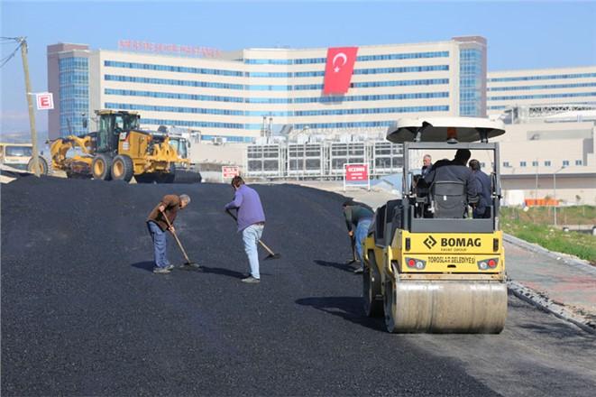 Şehir Hastanesi Güzergahındaki Yol ve Kaldırımları Yeniledi
