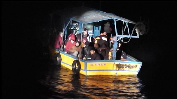 Mersin'de Açıklara Giden Teknede 38 Göçmen Yakalandı