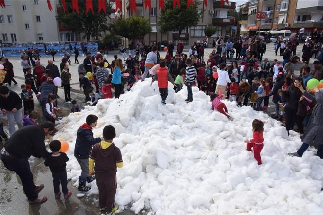 Anamur Şehir Merkezine Kamyonla Kar Getirdiler