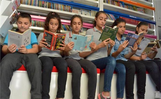Mersin'de Öğrencilere 10 Bin Kitap Dağıtımı