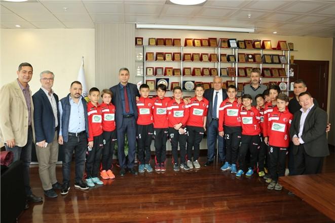 Şampiyon Sporculardan Başkan Tollu'ya Ziyaret