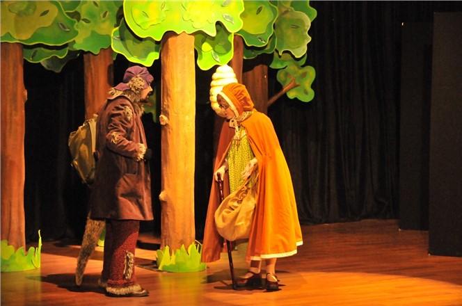 Çocuklar Tiyatroyu Erdemli Belediyesi ile Sevdi