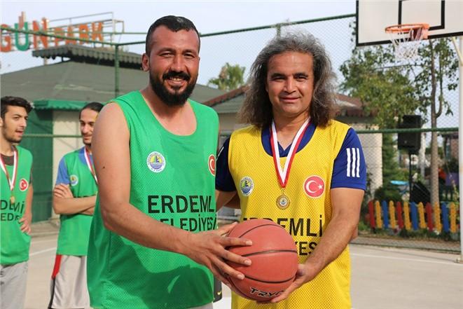 Erdemli'de Sokak Basketbolu Turnuvası