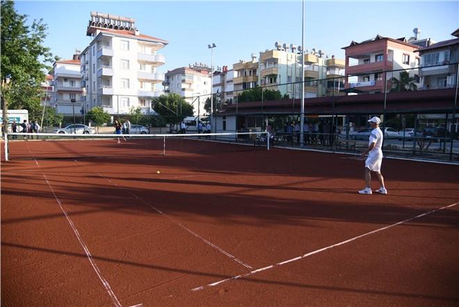 Anamur'da Tenis Turnuvası Başladı