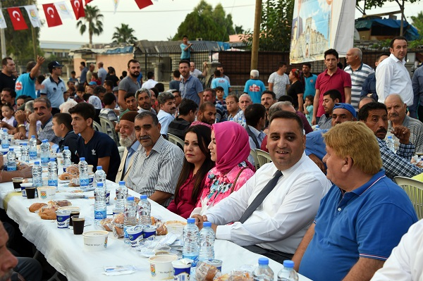 Tarsus Belediyesi Şahin Mahallesi'nde İftar Sofrası Kurdu