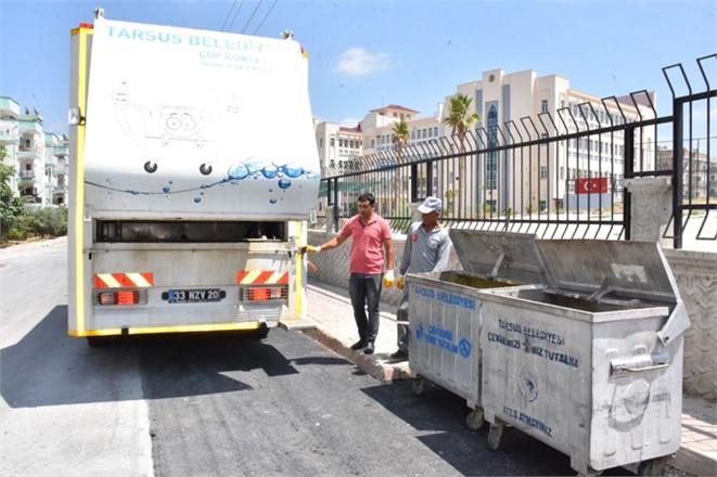 Tarsus Belediyesi Temizlik İşleri Müdürlüğü Ekipleri, Konteynerleri Pırıl Pırıl Yapıyor