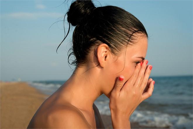 Güneş, Kum ve Havuz Göz Sağlığını Bozmasın