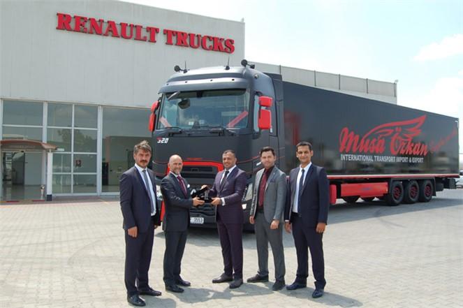 Renault Trucks'ın Özel Tasarımı T Passıon Yüksek Kabin Çekici, Musa Özkan Lojistik Filosun..