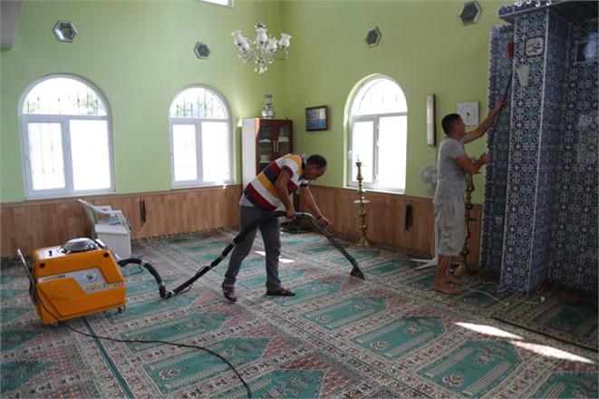 Mersin Erdemli Cami Temizlik Ekibi Hız Kesmiyor