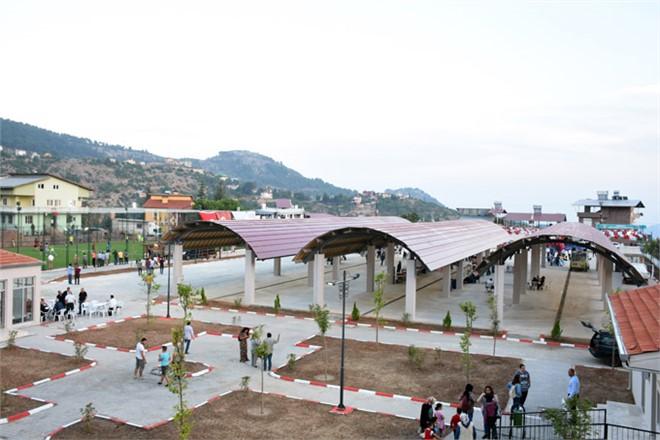 Tarsus'ta Bir Açılış Daha Gerçekleşti, Gülek Kapalı Semt Pazarı, Spor Kompleksi ve Çocuk Oyun Parkı Hizmete Girdi