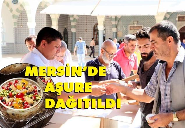 Mersin'de Muharrem Ayı İftarlarından Sonra Cuma Namazı Çıkışı, Gelenekselleşen Aşure Dağıtımı Yapıldı