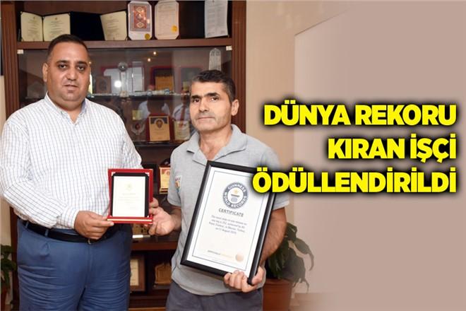 Mersin'de Dünya Rekoru Kıran Belediye İşçisi Başkan Can Tarafından Ödüllendirildi