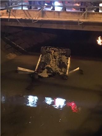 Mersin Tarsus'ta Akşam Saatlerinde Otomobil Cetvel Kanalına Düştü: 5 Yaralı