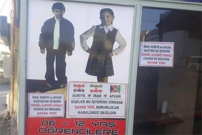 Denizlili esnaftan 'İran, Suriye, Afgan müşteri bu dükkana giremez' afişi