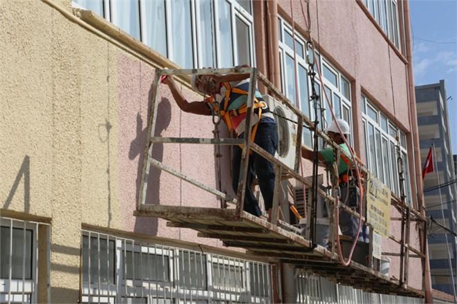 Belediyeden Erdemli Lisesi'ne Boya Badana Hizmeti