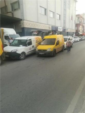 Mersin Tarsus'ta PTT'nin Dağıtım Arabaları Yayaya Geçit Vermiyor!