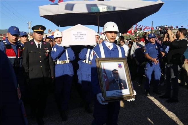 Şehit Uzman Çavuş Ferruh Dikmen Mersin Silifke'de Son Yolculuğuna Uğurlandı