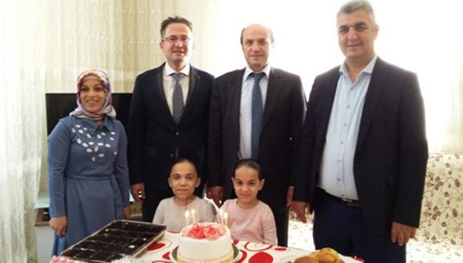 Tarsus'ta Evde Eğitim Öğrencisi Küçük Dilan´a Doğum Günü Sürprizi