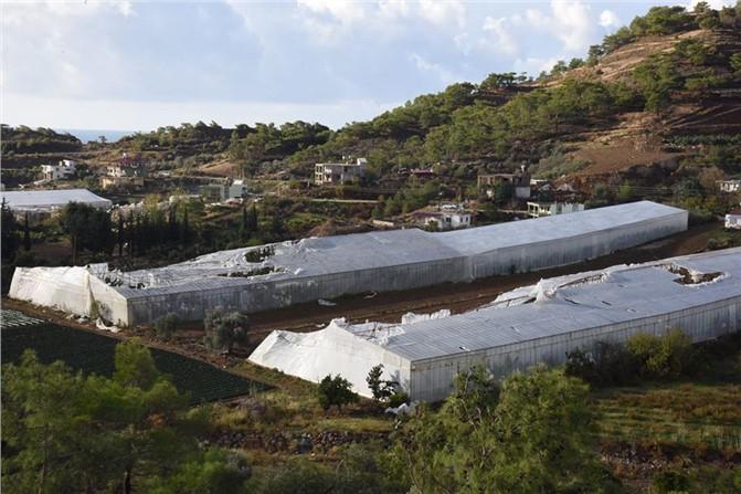 Mersin Anamur'da Şiddetli Yağmur ve Hortum Zarara Yol Açtı !