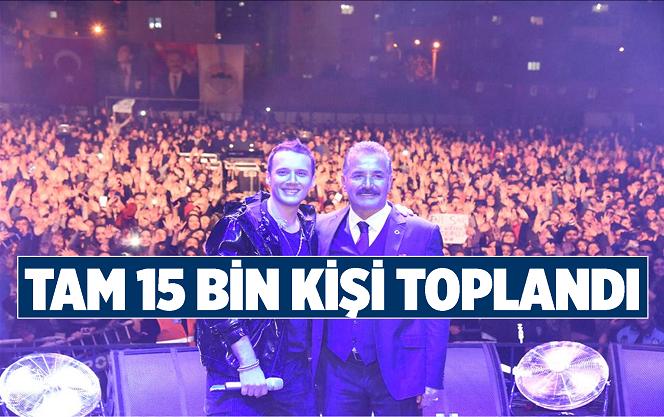 Mersin'in Toroslar İlçesinde Edis Konserini 15 Bin Kişi İzledi
