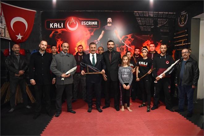 Arnis Kali Escrima Federasyonu'ndan,Başkan Tuna'ya Spora Katkı Plaketi