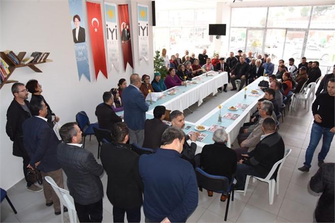 Mersin Anamur'da Küçükalıç Ailesinden 50 Kişi İlçe Teşkilatını Ziyaret Ederek, İYİ Partiye Katıldı