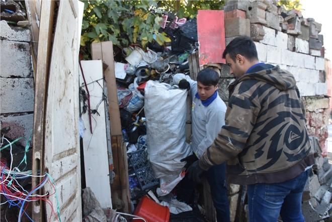 Tarsus Zabıtasın'dan Çöp Ev Operasyonu