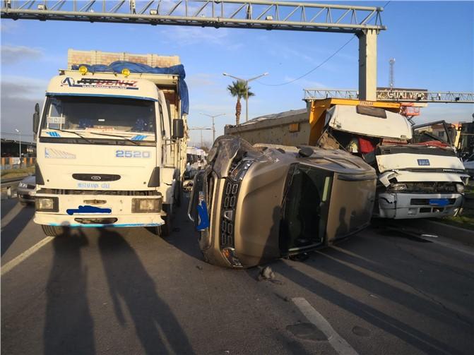 D400 Karayolu Tarsus-Mersin İstikametinde Zincirleme Trafik Kazası; 2 Kamyon 1 Otomobil Çarpıştı