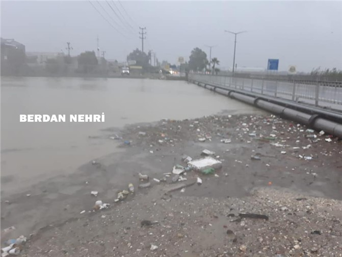 Mersin ve İlçelerinde Etkili Olan Şiddetli Aşırı Sağanak Yağış Hayatı Olumsuz Etkiledi