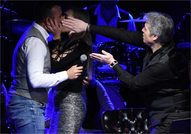 İlk Öpücüğe Cengiz Kurtoğlu Sansürü Usta Sanatçıdan Öpücük Deparı ''Amann'' Dedi, Öpücüğü Sansürledi