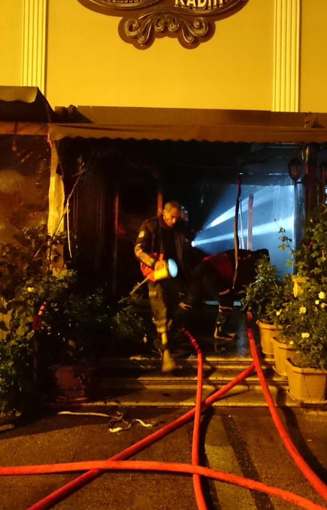 Mersin'de 2018'in Son Saatlerinde Bir Eğlence Mekanında Yangın Çıktı